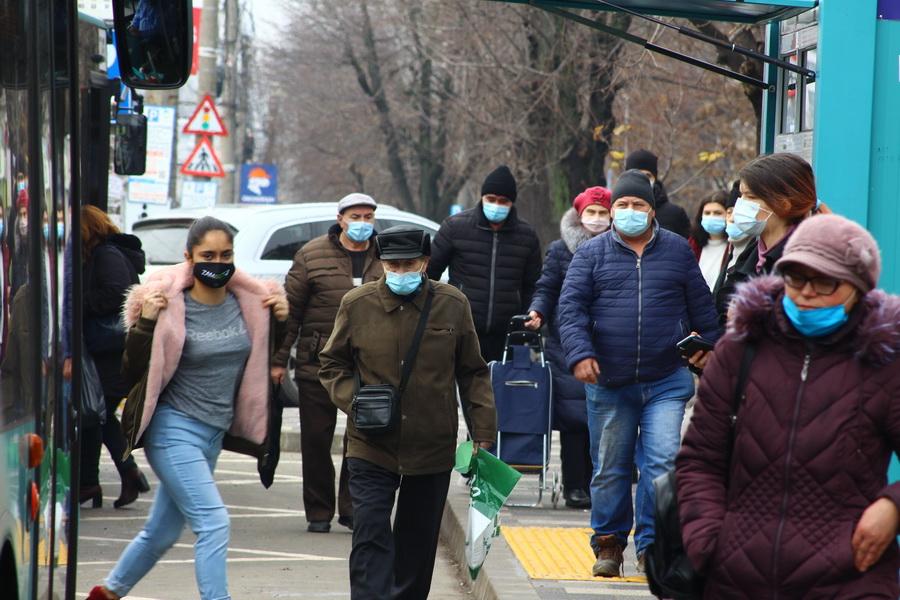 Ca mâine anul se-noiește și pandemia ne pocnește, mai mascați și izolați, măi, hăi, hăiii!